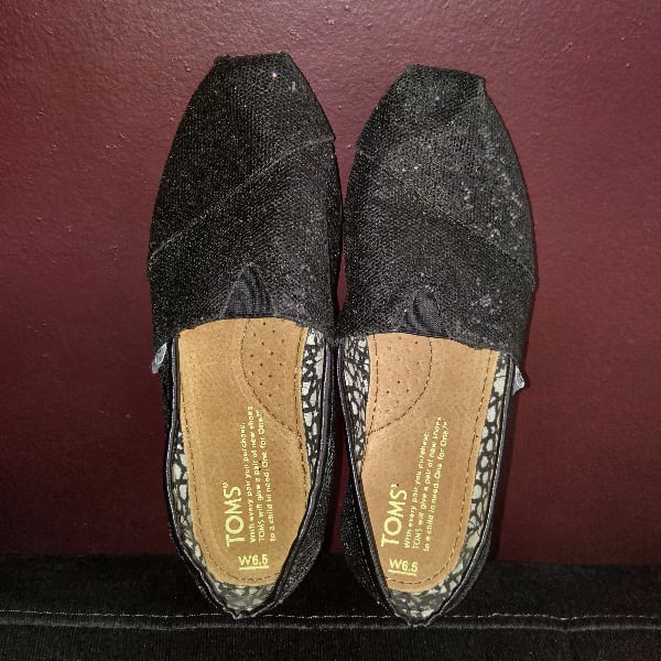 TOMS shoes. Size 6.5, fits like 6.