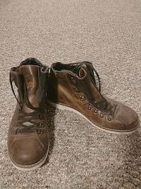 Size 10.5 Mens leather high-top shoe Calgary, T2E 5G9