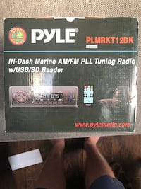 Marine in dash AM/FM radio and speakers Virginia Beach, 23456