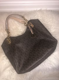 Michael Kors purse good condition  Vaughan, L4L 8E3