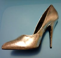 Ladies size 8 silver leather heels