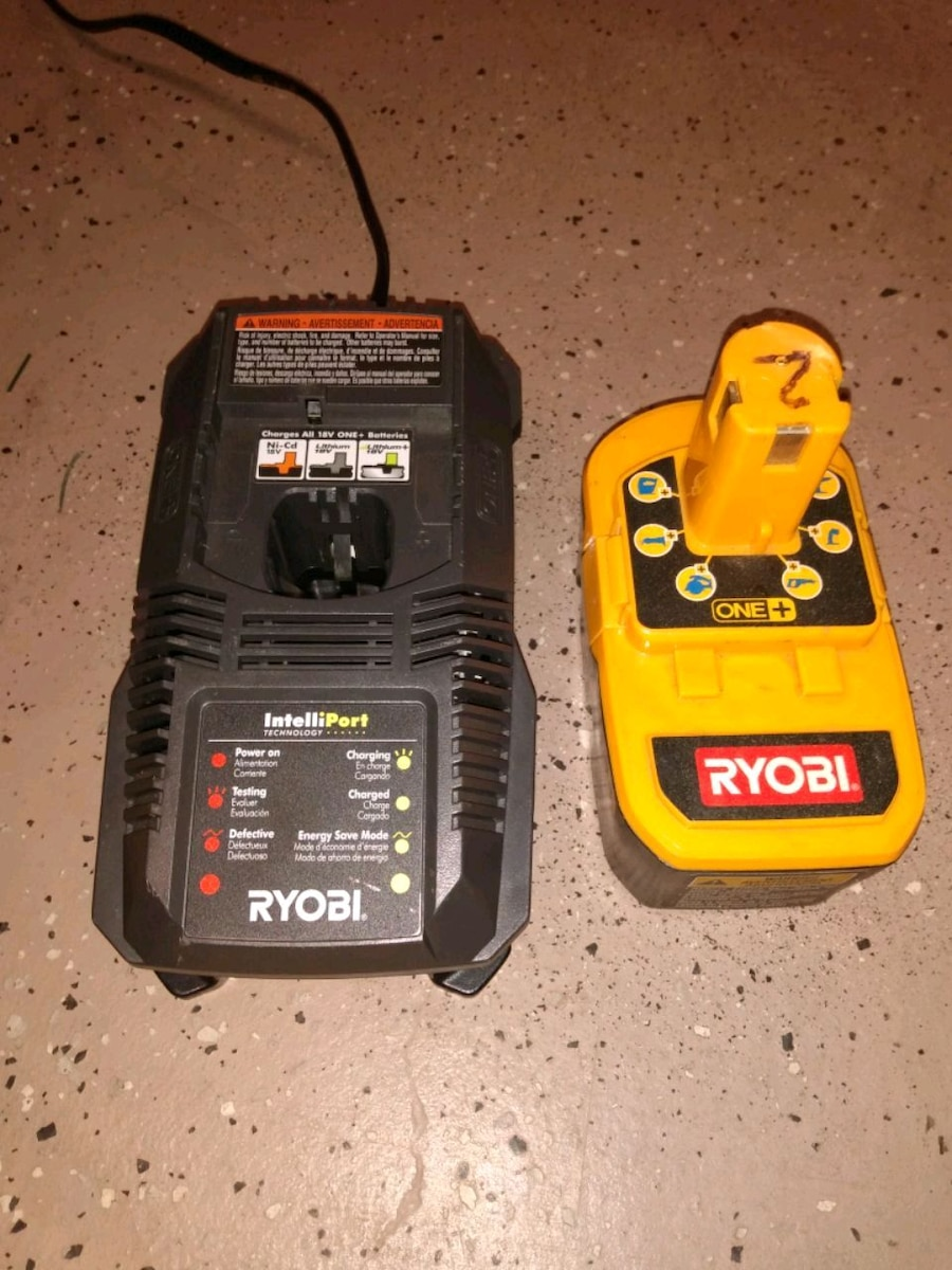 Photo Ryobi 18v battery and charger