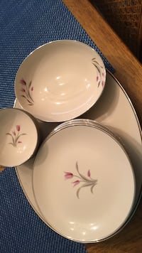 8 pc/platter dish set Bristow, 20136