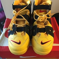 pair of yellow-and-black Nike basketball shoes Toronto, M9V 4C4