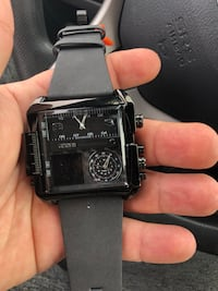 Black and silver watch for sale. Laval, H7M 3X4