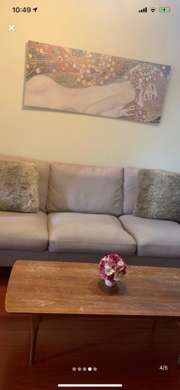 Super comfortable modern sofa PRICE TO SELL 3469ef9a-a660-48cd-9521-b9a196cdcaec