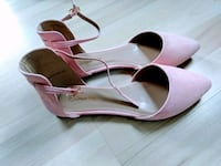 pair of pink leather pointed-toe pumps Fargo, 58102