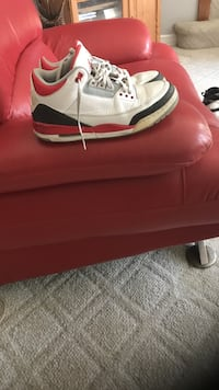 Selling a worn pair of Fire Red Jordan 3s Chicago, 60652