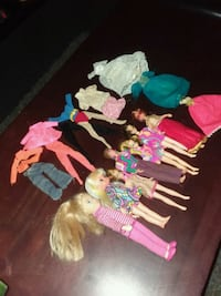 7 dolls & 8 extra outfits Missouri City, 77489