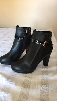 pair of black leather round toe chunky heeled booties La Puente, 91744