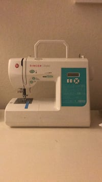 White singer electric sewing machine Oakland, 94606