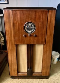Restored Zenith Antique Radio