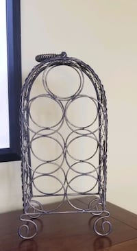 Grape leaf design countertop wire wine rack. Holds up to 7 bottles