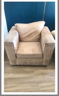 Arm chair Beige suede  7/10 condition  Los Angeles, 91303