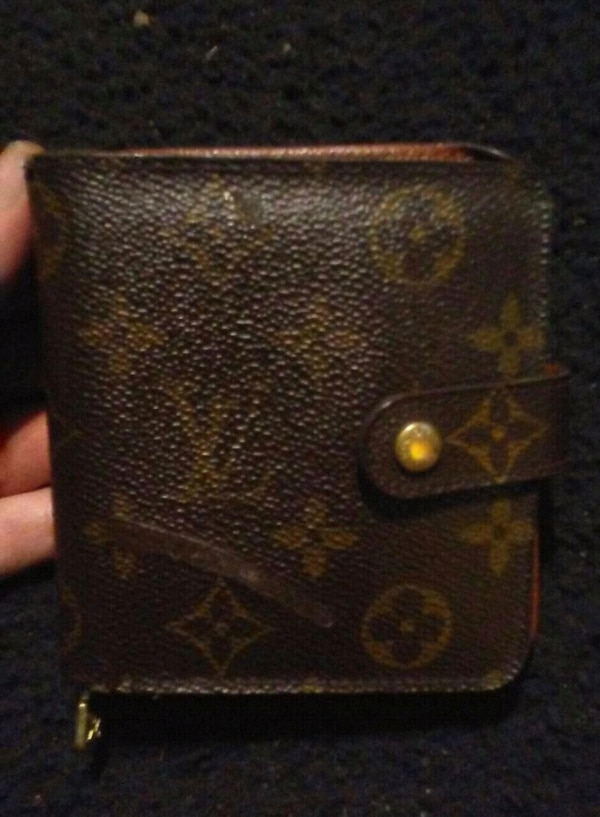 Authentic Louis Vuitton wallet  0ca2a12c-816a-46e7-b99d-90acb6182daf