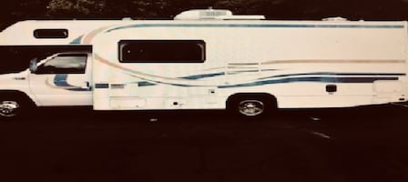 price$1000- Fleetwood Tioga Class C Motorhome with a dinette slide out   qewf2weg