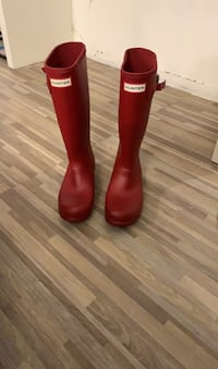 Sz 5 red hunter boots