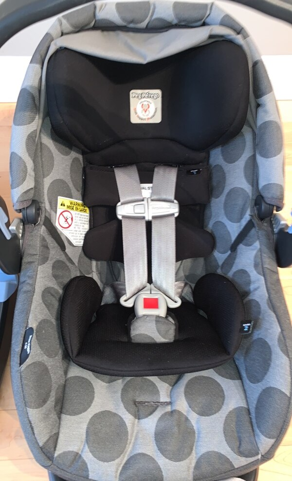 Peg Perego Primo Viaggio 4-35 car seat and two car seat bases 51dbe3a2-4882-4a92-9682-b16fdb104a20