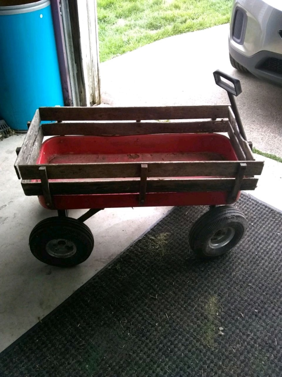 Photo Red wagon