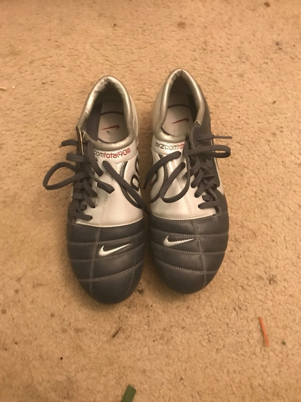 Total 90 cleats 10,5