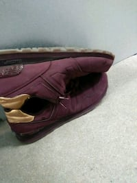 pair of maroon low-top sneakers Mount Rainier, 20712