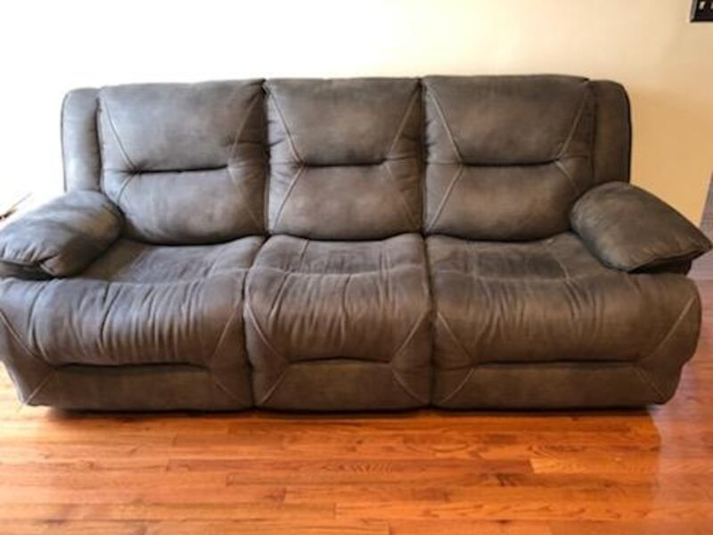 Recliner couch and chase with table set 5394adc0-e86a-4112-9dd6-30a6cc76e3d5