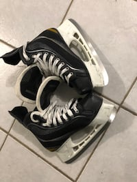 Youth skates size 6 and Full Hockey Equipment no gloves Vaughan, L4L 3Z7