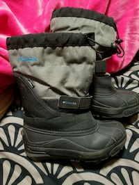 Boys size 4 winter boots   London, N5W 4Z8