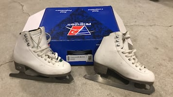 Riedell emerald figure ice skates Size3