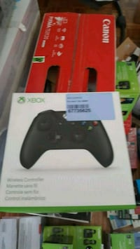 black Xbox One controller box Longueuil, J3Y 4X2