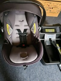 baby's gray and black car seat carrier Silver Spring