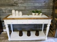BEAUTIFUL KITCHEN ISLAND  DELIVERY AVAILABLE  Grimsby, L3M 3K6