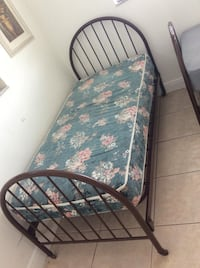 2 twin beds North Miami, 33161