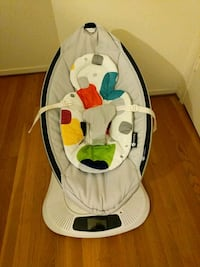 baby's white and black 4moms mamaroo Washington, 20016