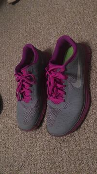 black-and-purple Nike running shoes