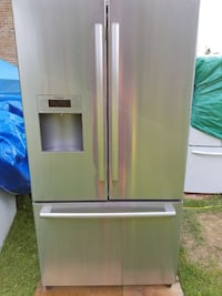 BOSH Fridge / Refrigerator 2.5 Years Old Ontario, K7P 2Z1