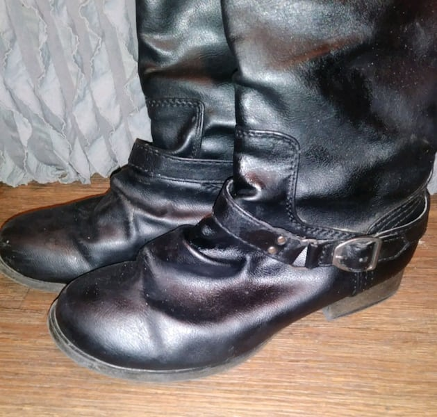 BLACK BUCKLE BOOTS SIZE 8 1d46dbef-61c2-4756-ae8a-0b973e299526