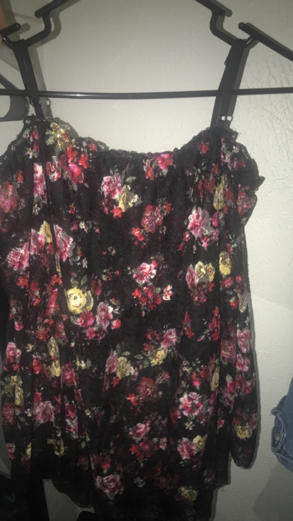 6697121635bef0 Used black and pink floral scoop-neck sleeveless top for sale in Garland -  letgo