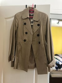 Women trench coat never worn with tags size L Laval, H7S 1Y3