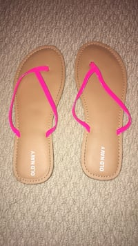 Bran new old navy flip flops size 4 Surrey, V3S 4N9