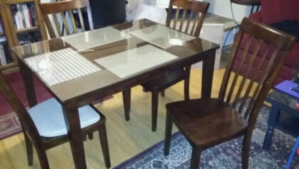 WOOD RECTANGLE TABLE, GLASS TOP WITH 4 CHAIRS.