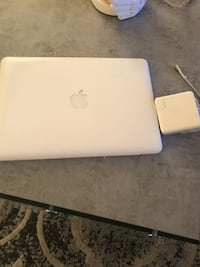 PLEASE READ WHOLE POSTING BEFORE RESPONDING !!!!! Mac book - older model with charger Toronto, M5A 4G6