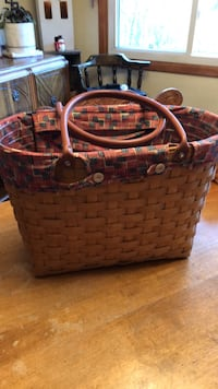 Longaberger LG boardwalk basket. Liner and protector.. 2007.  Inwood, 25428