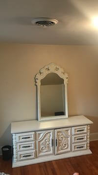 Beautiful Chest of Drawers and Mirror Richmond, 23220