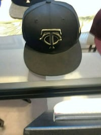 black and gray fitted cap North Saint Paul, 55109