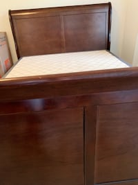 Bed with frame, good conditions, negotiable  Arlington, 22202