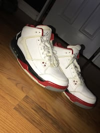 pair of white-and-red Air Jordan shoes Bakersfield, 93309