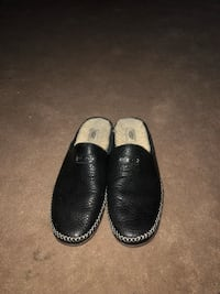 UGG Slippers Indoor/Outdoor Size 11 Whitby, L1N 6Y8