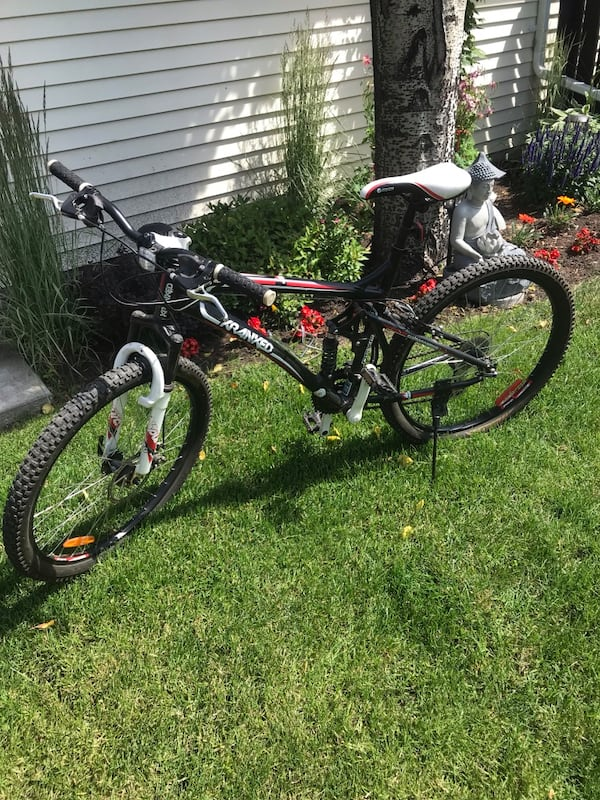24 Speed Cranked Bike mid shock & front excellent condition helmet lock water bottle padded gloves  09017a7b-68ee-4902-a1c5-516f0cf965b4