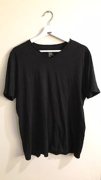 H&M men's v-neck size large Toronto, M9B 2N3